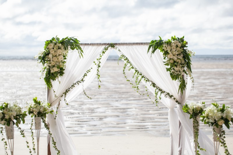 Childhood sweethearts get married in Phuket on the beach