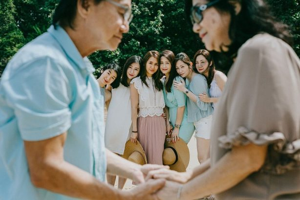 Imagine having seven daughters and what a beautiful family! You can see from the photo shoot atAmatara Phuket that this family is very close and keep the fun times rolling…